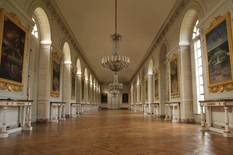 Domaine du Château de Versailles. Le Grand Trianon, la galerie des Cotelle.