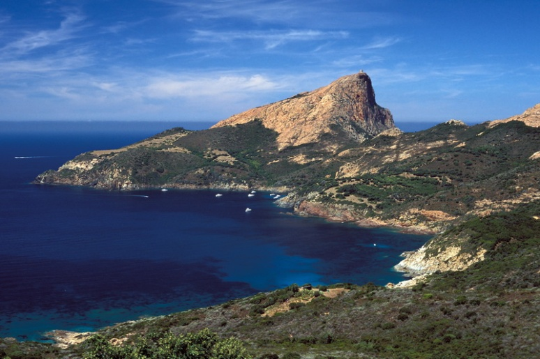 Corse, Piana, le Capo Rosso, la Cala di Palu et la tour de Turghio.