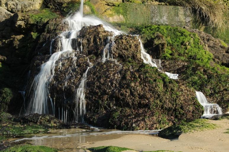 Mini-cascade à la Pointe de la Varde (Saint-Malo).
