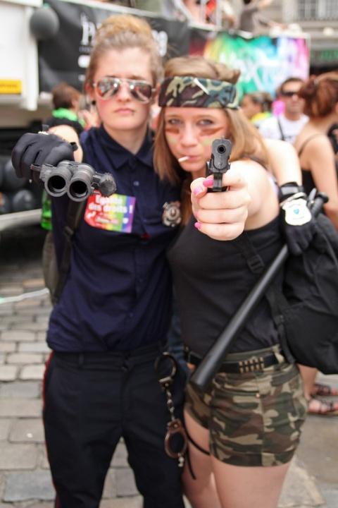Haut les mains ! (Marche LGBT 2013 de Rennes)