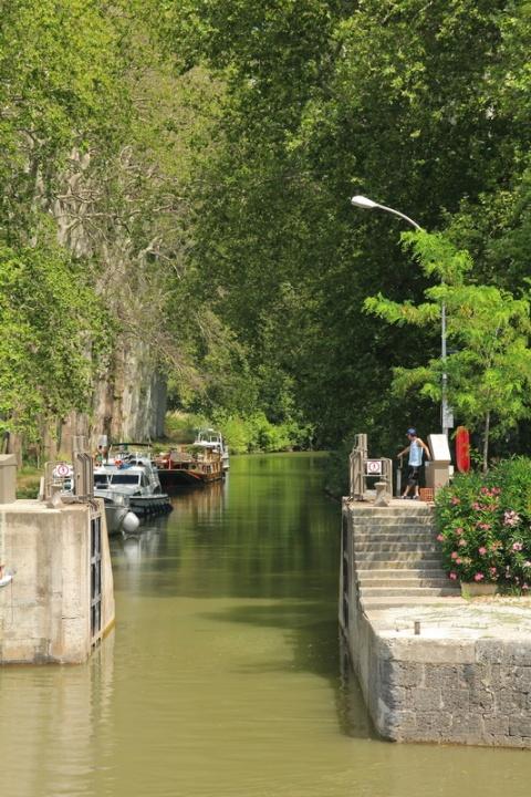 Agde (34). L'écluse du Bassin Rond sur le Canal du Midi.