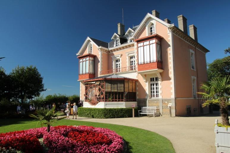 """Granville. La villa """"Les Rhumbs"""", où naquit Christian Dior."""