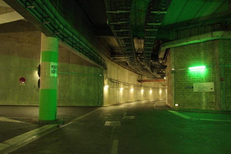 Saint-Denis. Le réseau routier sous les tribunes du Stade de France.