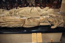 La Basilique de Saint-Denis. Gisants de Louis X le Hutin, Constance d'Arles et Robert II lePieux.