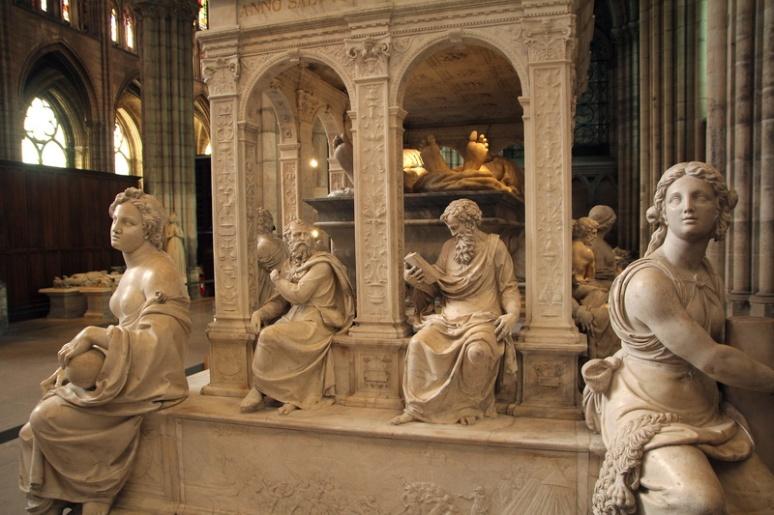 La Basilique de Saint-Denis. Gisants de Louis XII et Anne de Bretagne.