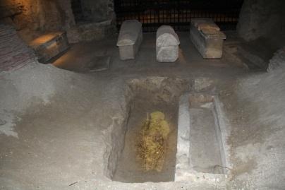 Crypte de la Basilique de Saint-Denis. Emplacement du cercueil de Carloman.
