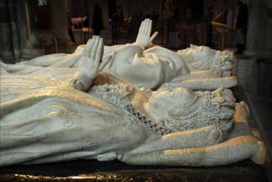 La Basilique de Saint-Denis. Gisants de Henri II et Catherine de Médicis.