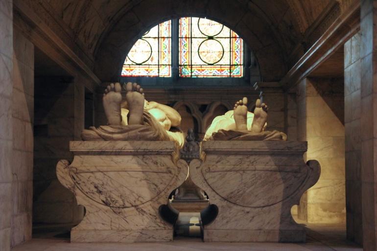 La Basilique de Saint-Denis. Gisants de François 1er et Claude de France.