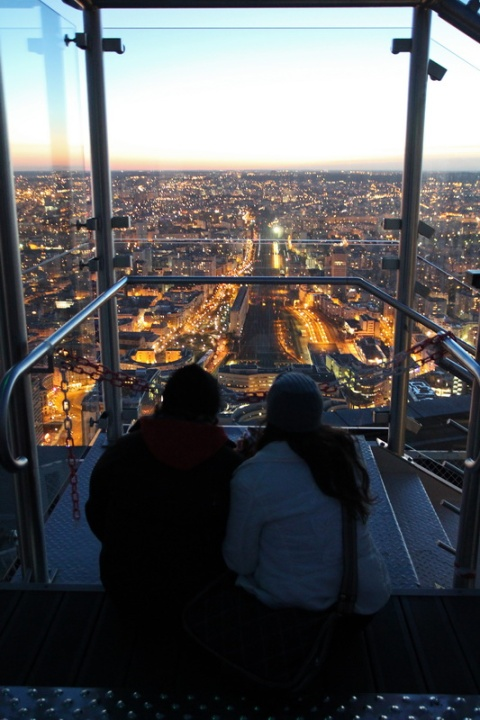 Paris. Vue sur la gare Montparnasse depuis la terrasse panoramique (59ème étage) de la Tour Montparnasse.