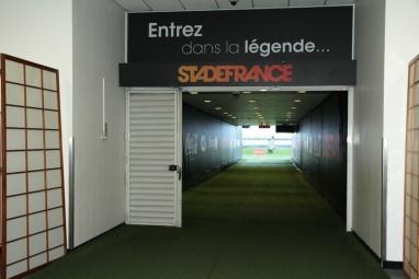 Stade de France (Saint-Denis). Dans le couloir d'accès à la pelouse.