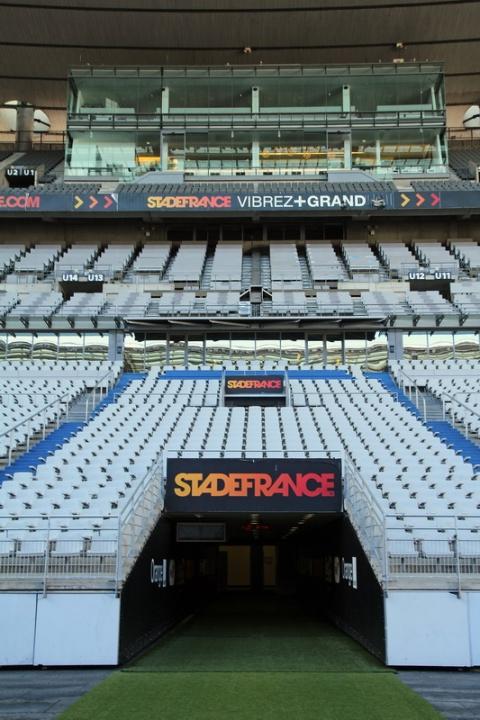 Stade de France (Saint-Denis). Le couloir d'accès à la pelouse.