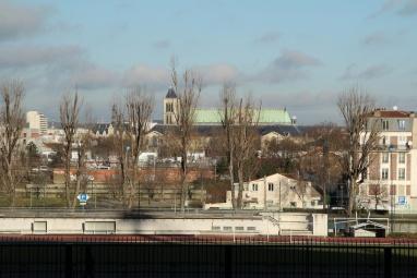 Saint-Denis. La Basilique de Saint-Denis vue depuis le Stade de France.