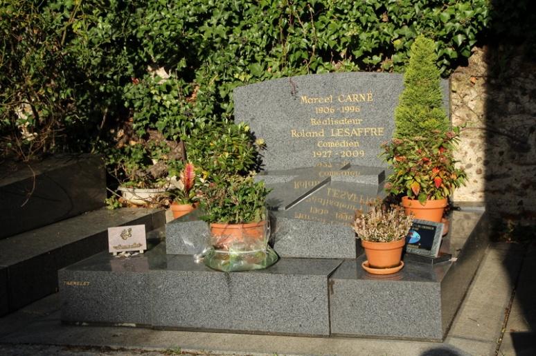 Paris, Cimetière Saint-Vincent (Montmartre). Tombe de Marcel Carné et Roland Lesaffre.