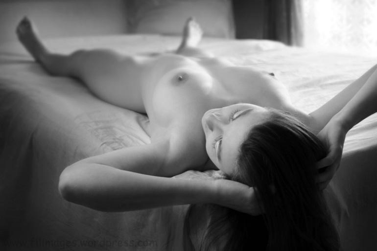 Sur le lit (Noir et Blanc 13)