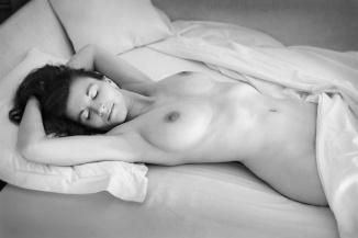 Sur le lit (Noir et Blanc 14)