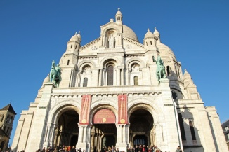 Paris, Montmartre. La Basilique du Sacré-Cœur vue depuis le Parvis.