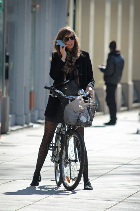 Allo ou vélo, il faut choisir (Rennes, place de Bretagne).