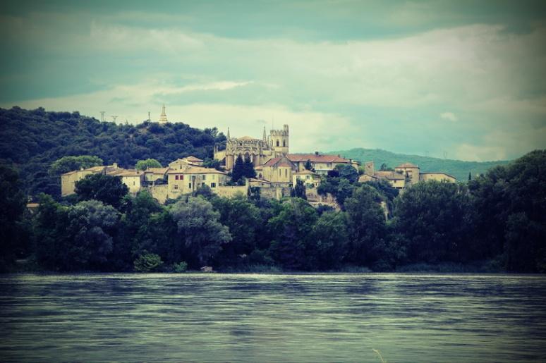 Viviers (France, Ardèche) et le Rhône vus depuis Châteauneuf-du-Rhône (Drôme)
