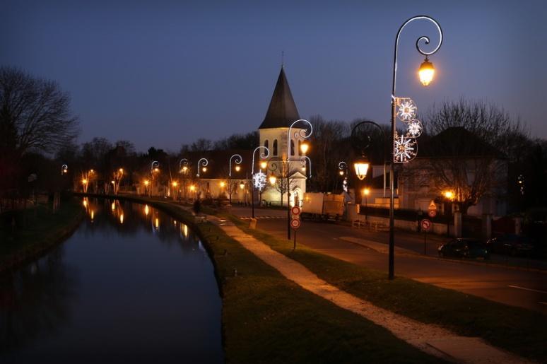 Claye-Souilly - L'église et le canal de l'Ourcq