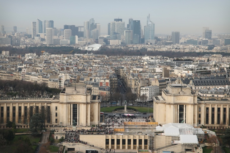 Paris - Vue sur le Trocadéro et la Défense depuis le 2ème étage de la Tour Eiffel.