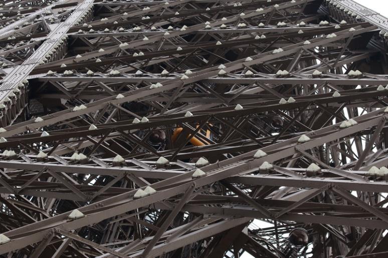 Paris - L'ascenseur montant au 3ème étage de la Tour Eiffel.