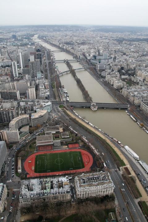 Vue sur la Seine depuis le 3ème étage de la Tour Eiffel.