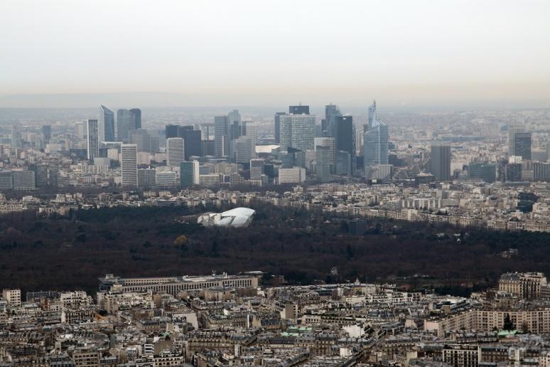 Vue sur la Défense depuis le 3ème étage de la Tour Eiffel.
