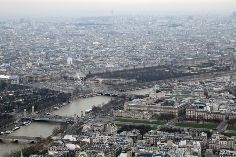 Vue sur la place de la Concorde et le jardin des Tuileries depuis le 3ème étage de la Tour Eiffel.