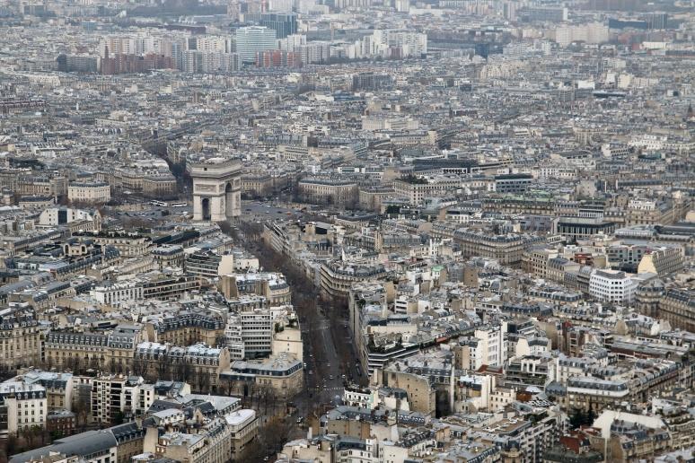 Vue sur l'Arc de Triomphe depuis le 3ème étage de la Tour Eiffel.