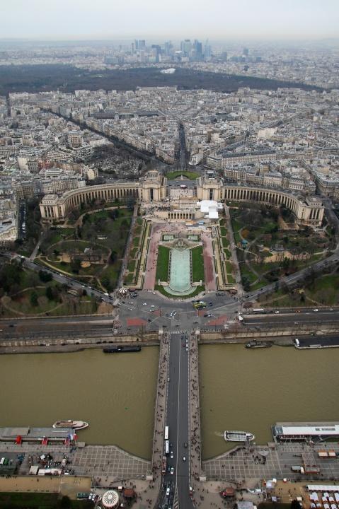 Vue sur le Trocadéro et la Défense depuis le 3ème étage de la Tour Eiffel.