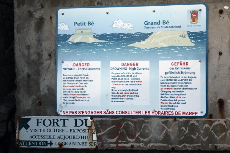 Saint-Malo - Avertissement sur l'île du Grand-Bé