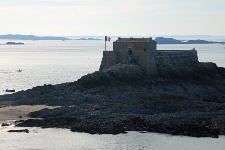 Saint-Malo - Île du Petit-Bé vue depuis l'île du Grand-Bé