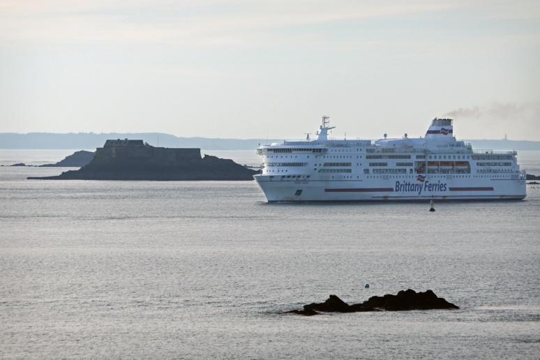 Saint-Malo - Ferry entre l'île du Petit-Bé et l'île Harbour