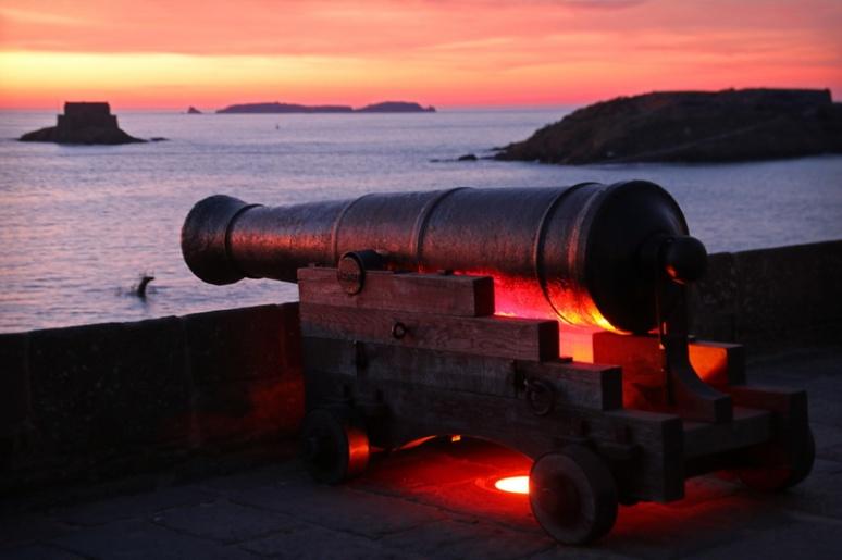 Saint-Malo. Canon sur les remparts.