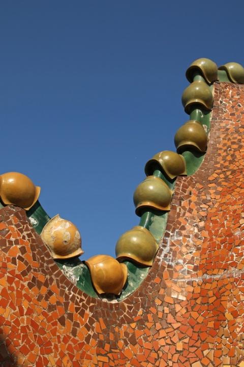 Sur le toit de la Casa Batllo (Barcelone, Espagne)