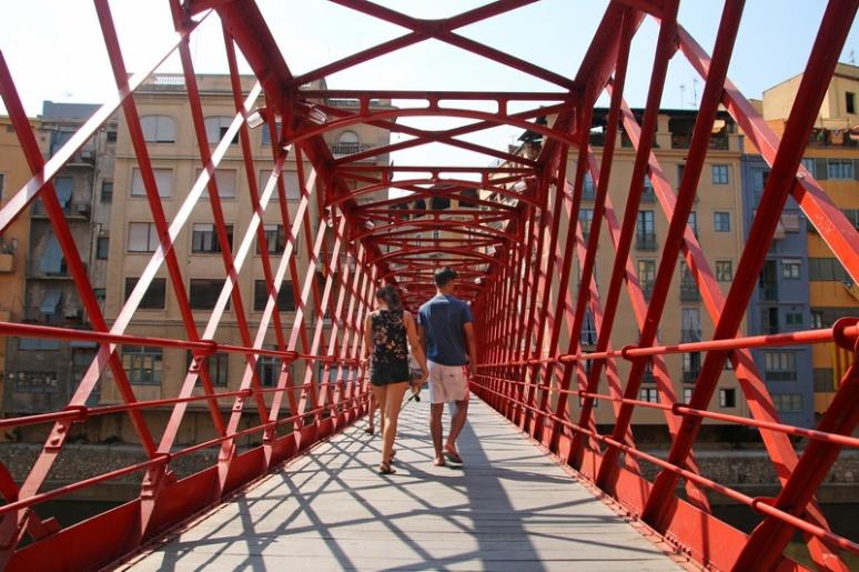 Gérone (Espagne). Sur le Pont de les Peixateries Velles.