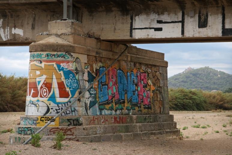 Pile de pont dans le lit à sec de la Tordera, à Blanes (Espagne).