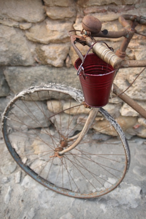 Vieux vélo à Peratallada (Catalogne, Espagne)