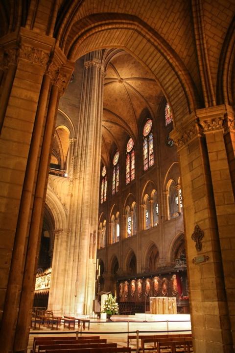 Dans la cathédrale Notre-Dame de Paris.