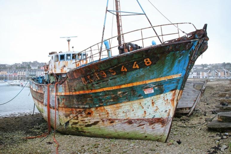 Camaret-sur-Mer (Finistère), épaves échouées sur le Sillon