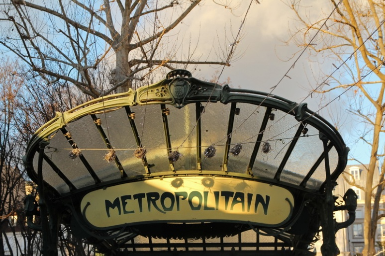 Paris, le métro de la place des Abbesses.