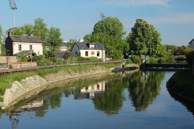 Rennes, la Vilaine vue depuis le boulevard René Laënnec.