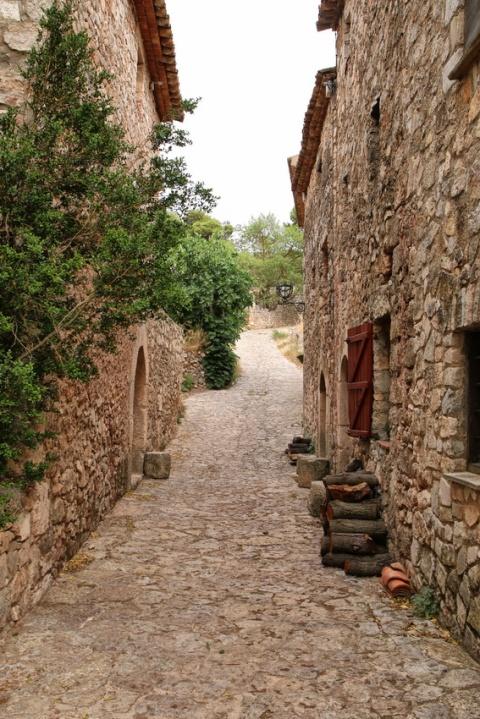 Siurana de Prades (Espagne, Catalogne). Une rue du village.
