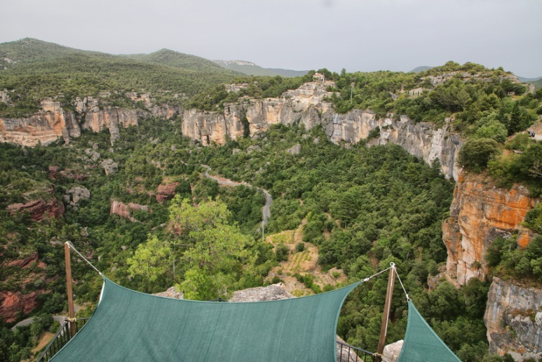 Siurana de Prades (Espagne, Catalogne). La vue depuis la terrasse d'un restaurant.