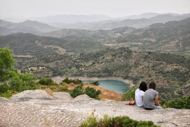 Siurana de Prades (Espagne, Catalogne). Vue sur la retenue d'eau du barrage de Siurana.