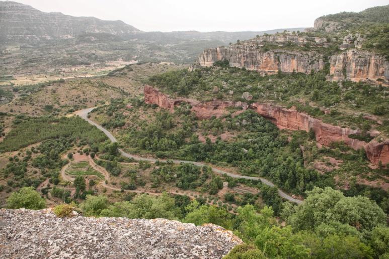Siurana de Prades (Espagne, Catalogne). La route pour monter au village.
