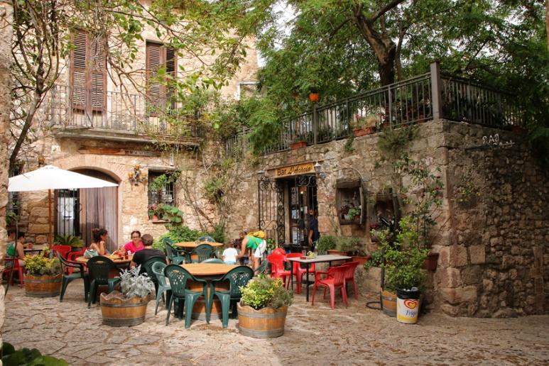 Siurana de Prades (Espagne, Catalogne). Le café du village.