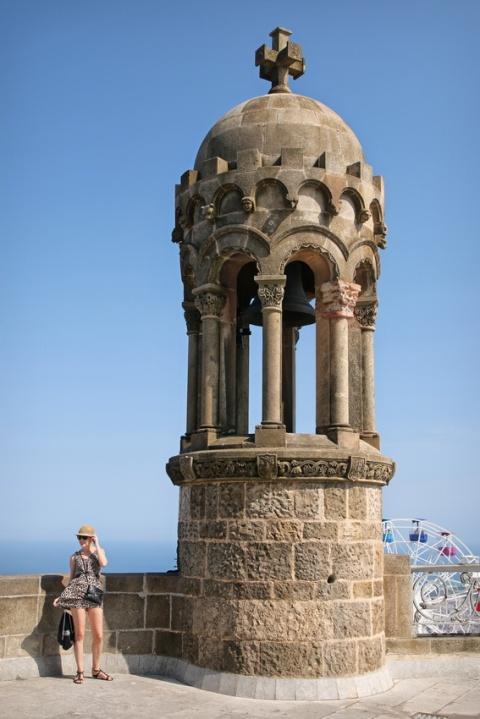 La vue depuis le parvis de l'église Sagrat Cor du Tibidabo (Barcelone).
