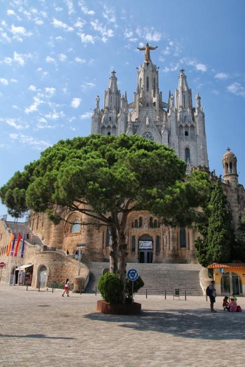 L'église Sagrat Cor (Sacré-Cœur), au sommet du Tibidabo (Barcelone, Espagne).