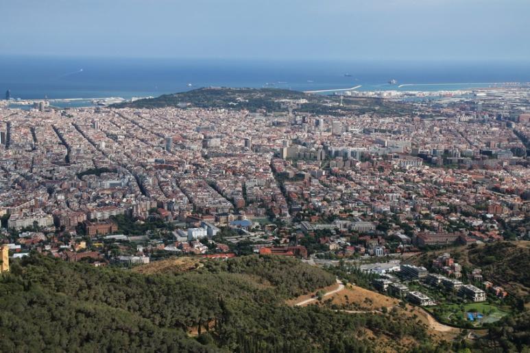 Vue sur Barcelone depuis le sommet de l'église Sagrat Cor du Tibidabo.